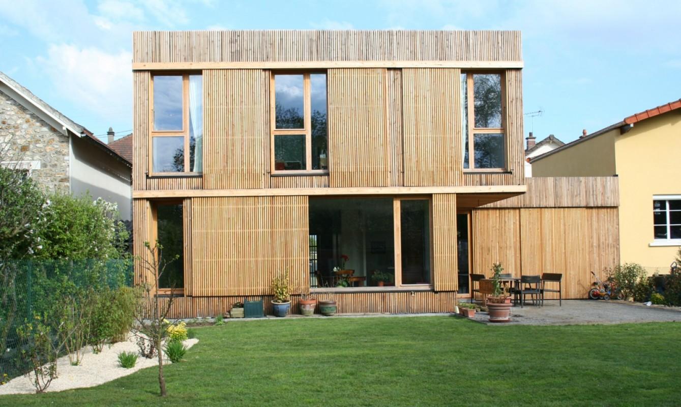 Entre pavillon et maison mitoyenne, une maison ossature bois